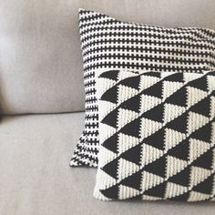 Black and white crochet triangle cushions Crochet Cushion Cover, Crochet Pillow Pattern, Knit Pillow, Tapestry Crochet, Cushion Covers, Pillow Patterns, Afghan Crochet, Afghan Patterns, Crochet Home