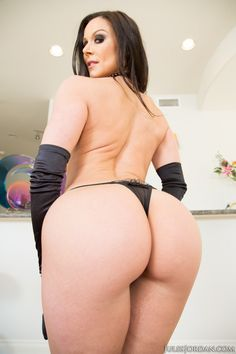 Kendra Lust. Sexy female. Hot body Sexy cougar.
