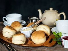 Fine scones | Oppskrift | Meny.no Clotted Cream, Afternoon Tea, Scones, Muffins, Sweet Treats, Dairy, Health Fitness, Cheese, Baking