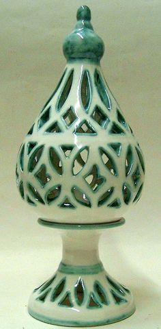 """Lampada da Tavolo.Realizzata interamente a mano.Decoro verde ramino  """"Arabian"""""""