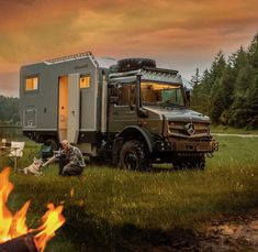 Upsize your home on wheels with a Daimler-Benz Diesel truck. Dog companions are welcome additions. by daimlertrucksbuses Bushcraft, Ford Transit Campervan, Truck Accesories, Mercedes Benz Unimog, Mercedes Van, Travel Europe Cheap, Overland Trailer, Expedition Truck, Daimler Benz