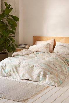 high mattress with duvets to floor | white wood floors {homey/tropical/vacation}