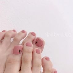 The advantage of the gel is that it allows you to enjoy your French manicure for a long time. There are four different ways to make a French manicure on gel nails. Orange Toe Nails, Pink Ombre Nails, Red Nails, Elegant Nail Designs, Short Nail Designs, Toe Nail Designs, Toe Nail Color, Toe Nail Art, Nail Colors