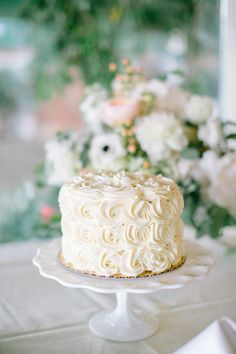 One Tier Rosette Wedding Cake | photography by http://www.jacquicole.com | cake made by http://www.thesugarpath.com