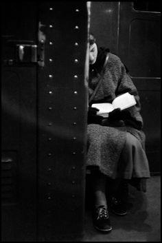 Inge Morath, Woman reading on the subway, NY, 1957