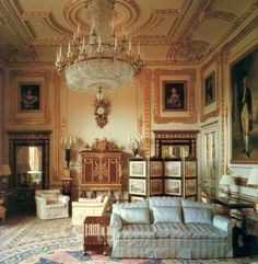 White Drawing Room at Windsor Castle Cream pure silk broadloom damask for the restoration of the Whi. White Drawing Room at Windsor Castle C Interior Exterior, Interior Design, Room Interior, Design Art, Palais De Buckingham, Royal Room, Deco Rose, English Castles, Royal Residence