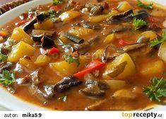 Bramborový guláš na špeku s houbami recept - TopRecepty.cz Thai Red Curry, Chili, Beef, Ethnic Recipes, Food, Meat, Meal, Chilis, Eten