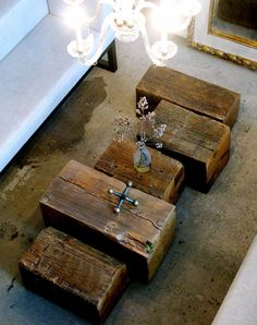 A table doesn't always have to be a 'table'. Coffee table made of old blocks of wood. More simple, rustic beauty. Log Coffee Table, Coffee Box, Coffee Shops, Deco Design, Home And Deco, Wood Blocks, Wood Furniture, Home And Living, Living Room