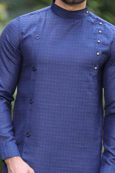 Mens Style Discover Asymmetric Cut Kurta with Round Collar African Wear Styles For Men, African Shirts For Men, African Dresses Men, African Attire For Men, African Clothing For Men, Nigerian Men Fashion, Indian Men Fashion, Mens Fashion Wear, African Fashion