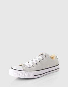 Der coole Sneaker 'Chuck Taylor All Star' kommt hier mit toller neuer Farbe in gewohnt cooler Canvas-Optik. Das ist College-Look at it's best. Mit Sweatjacke, Jeans und Print-Shirt nicht zu toppen.