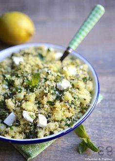 Taboulé au concombre, à la feta et à la menthe Really not bad. The semolina does not need to be cooked, it swells with the juices. Crumble the feta so there is every bite. Healthy Chicken Recipes, Rice Recipes, Vegetable Recipes, Vegetarian Recipes, Vegetarian Soup, Spinach Recipes, Pasta Recipes, Cooking Recipes, Quick And Easy Soup