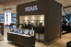 Retail jewellery display