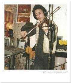 """Barnes grabando violines en el Escarabajo para el disco """"Moustro"""" música de un cuento escrito por Germán Amato con música de Mariano Barnes. fotografía: Adrián Cancio."""