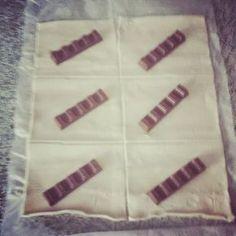 Blätterteig gefüllt mit Kinderschokolade - Schnitzelröllchen - http://gotomeenskitchen.blogspot.com/2014/10/schnitzel-rollchen.html