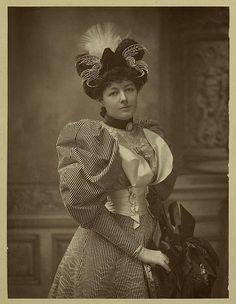 1890s Fashion, Edwardian Fashion, Vintage Fashion, Edwardian Era, Vintage Photos Women, Vintage Photographs, Vintage Ladies, Vintage Hats, Victorian Hats