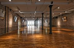 The place is flexible,enough for your convenience to host a grand will definitely make your event memorable. Event Space Nyc, Studio Build, Summer Party Decorations, Loft Spaces, Second Floor, Event Planning, Wedding Planning, How To Memorize Things, New York