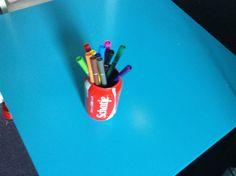 Van een blikje cola een pennenbakje gemaakt