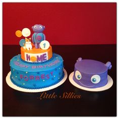 Home themed cake with hand sculpted Boov and Pig characters and a Boov smash cake!