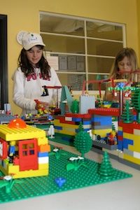 Play-Well TEKnologies provides project-based programs designed to teach principles and methods of engineering to children, ages 5 – using LEGO® Lego Engineering, Engineering Classes, Project Based Learning, Student Learning, West Linn, After School Club, Stem Science, Lego Projects, Kids Events