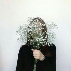 faceless self portrait White Aesthetic, Aesthetic Photo, Black And White Photography Nature, Faceless Portrait, Photographie Portrait Inspiration, Ft Tumblr, Shooting Photo, Selfies, Portrait Photography
