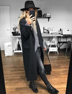 Outfits to Stay Warm During a Winter Pregnancy - - 53 Trendy Outfit Ideas to Wear in Cold Weather Fashion Mode, Look Fashion, Womens Fashion, French Fashion, Fashion Brand, Mode Outfits, Fall Outfits, Fashion Outfits, Mode Style