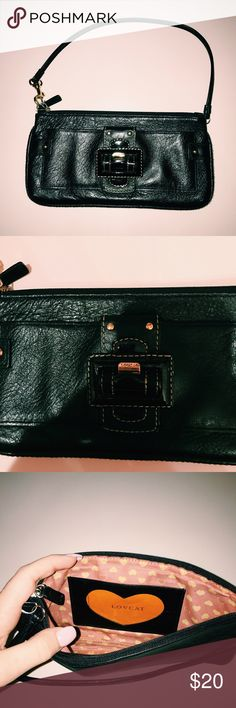 Black Lovcat Purse Super cute Lovcat purse in black with gold embellishments. The purse is in fair condition with no major flaws and features and adorable pink and orange interior. Can be a shoulder purse or a clutch. 🚫Lowballs 🚫PayPal 🚫Unequal Trades ✅Offers Lovcat Bags Shoulder Bags