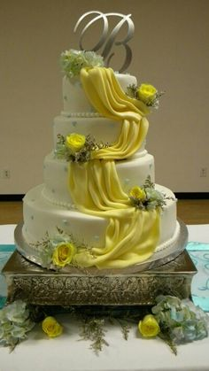 Drapes on a cake  nice   shared by a previous blogg er  Really  love this  Drapes on a cake