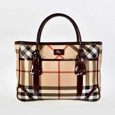 Burberry'nin klasik deseni ve klasik modelinin birleşimi kadar klasikleşmiş başka bir çanta modeli biliyor musunuz?