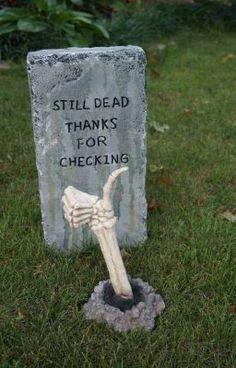 Holidays Halloween, Halloween Crafts, Happy Halloween, Halloween 2020, Diy Halloween Tombstones, Really Funny Memes, Haha Funny, Hilarious, Scary Halloween Decorations