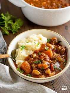 Tuscan Beef Casserole - a delicious hearty simple dish with vegetables and white beans, it's a firm family favourite. Easy Slimming World Recipes, Slimming World Dinners, Slimming Eats, Beef Casserole Recipes, Beef Recipes, Cooking Recipes, Healthy Recipes, Healthy Food, Lasagne Recipes