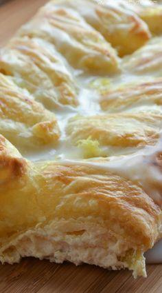 Lemon Ricotta Danish - Yummy for Easter Brunch! Breakfast Pastries, Bread And Pastries, Breakfast And Brunch, Brunch Recipes, Sweet Recipes, Breakfast Recipes, Dessert Recipes, Puff Pastry Recipes, Puff Pastry Desserts