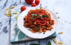Paradicsomos-bazsalikomos rakott tészta Fusilli, Ravioli, Ratatouille, Risotto, Lunch, Ethnic Recipes, Food, Eat Lunch, Essen