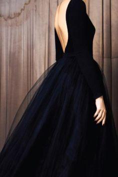robe dos nu cintrée évasée (tulle?)