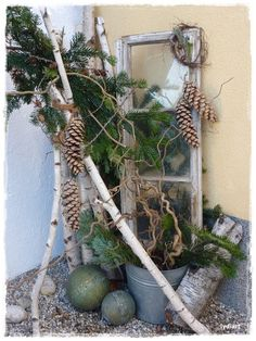 Winterdeko mit altem Fenster - Wohnen und Garten Foto Winter decoration with old window - living and Christmas Porch, Outdoor Christmas, Christmas Time, Christmas Decorations, Outdoor Decorations, Xmas Crafts, Diy And Crafts, Fall Planters, Deco Floral