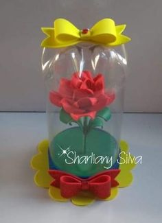 Make these carnations with the paper napkin. Join us! Reuse Plastic Bottles, Plastic Bottle Flowers, Plastic Bottle Crafts, Diy Bottle, Recycled Bottles, Kids Crafts, Foam Crafts, Diy And Crafts, Diy Paper