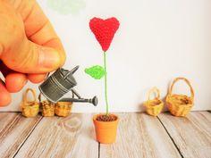 Pot de fleur crochet, pot de coeur, décoration d'intérieur, art et collection, miniature, maison de poupée Pots, Artisanal, Miniature, Collection, Flower Crochet, Handmade Gifts, Little Gifts, Home, Miniatures