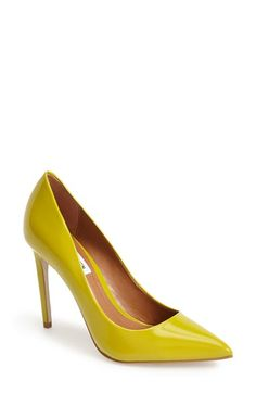 cute yellow pointy toe pumps http://rstyle.me/n/vz46zr9te