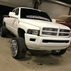 Lifted Cummins, Cummins Diesel Trucks, Dodge Diesel, 85 Chevy Truck, Dodge Trucks, Dodge Dually, Dodge 2500, Lowered Trucks, Lifted Trucks