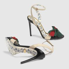 Gucci Leather sandal with Web bow Fab Shoes, Me Too Shoes, Shoes Heels, Gucci Shoes, Stilettos, High Heels, Discount Designer Shoes, Designer Sandals, Leather Sandals