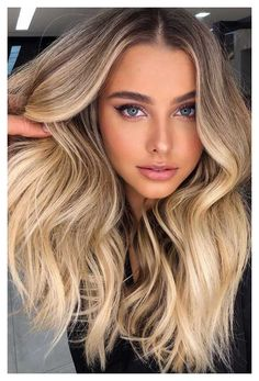 Beige Blonde Hair Color, Blonde Hair With Roots, Blonde Hair Shades, Dyed Blonde Hair, Blonde Hair Looks, Brown Blonde Hair, Hair Color Balayage, Hair Color For Black Hair, Cool Hair Color