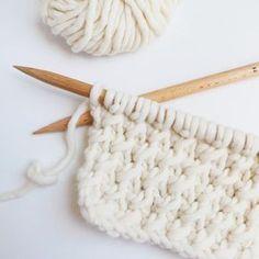 cell stitch - point cellules - trust the mojo knitting tutorial - tricot Knitting Stiches, Knitting Wool, Knitting Patterns, Crochet Patterns, Diy Crochet, Crochet Baby, Tunisian Crochet, Le Point, Beautiful Crochet