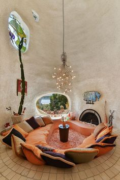 "Hillsborough, CA. ""The Flintstone House"", concrete over rebar & aeronautical balloon. Dream Home Design, House Design, Design Design, Light Design, Flintstone House, Casa Dos Hobbits, Retro Interior Design, Interior Modern, Earthship Home"