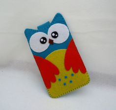 Mobiel hoesje Uil uit vilt. Zelf leuke mobielhoesjes maken van vilt? Kijk voor vilt eens op http://www.bijviltenzo.nl