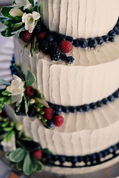 Interesting idea for lining between the tiers. Could do this with cherries or blackberries