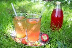 Évekig eláll a nyersen készített eperszörp   Sokszínű vidék Evo, Alcoholic Drinks, Wine, Bottle, Glass, Drinkware, Flask, Corning Glass, Liquor Drinks