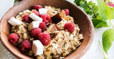 Coconut Quinoa Porridge with Fresh Berries and Flaked Almonds / Kate Martens (p)
