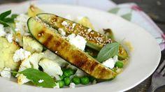 Lämmin kukkakaali-kurkkusalaatti
