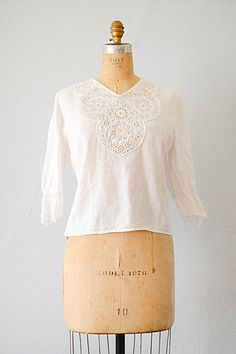 vintage 1940s white eyelet neckline blouse