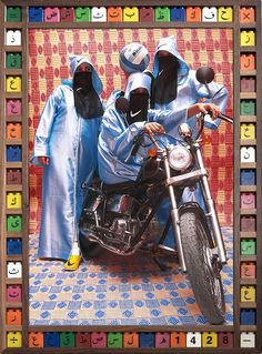 As garotas lançam olhares soberbos e intimidadores, como se estivessem num clipe da M.I.A., mas elas não são uma gangue de verdade. Na verdade, são mães em tempo integral que trabalham 10 horas por dia, amigas do artista marroquino Hassan Hajjaj.
