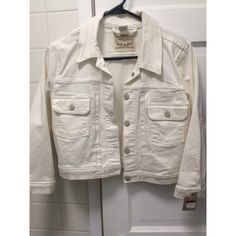 Levis Cropped Jean Jacket NEVER been worn beautiful white jean jacket. Levi's Jackets & Coats Jean Jackets